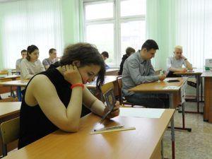 Результаты экзамена по физике для девятиклассников опубликовали педагоги школы №57. Фото: Александр Кожохин, «Вечерняя Москва»