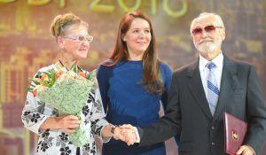 Награждение золотых пар состоялось в концертном зале «Россия». Фото: Александр Кожохин, «Вечерняя Москва»