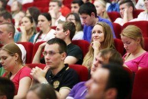 Первое занятие «Школы молодого политика» организовали активисты Молодежной палаты. Фото: архив, «Вечерняя Москва»