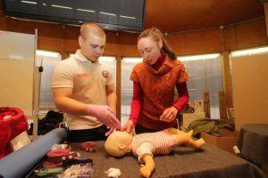 Ученики школы №57 прошли курсы первой помощи. Фото: архив, «Вечерняя Москва»