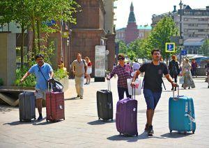 С 1 августа в Москве для туристов заработал новый короткий номер 122. Фото: Александр Кожохин, «Вечерняя Москва»