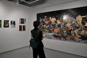 Сотрудники Музея Ар Деко организуют экскурсию для жителей столицы. Фото: Денис Кондратьев