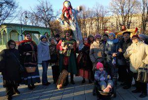 Жители района отпраздновали Масленицу в сквере Девичьего поля. Фото: сотрудники филиала «Хамовники» Государственного бюджетного учреждения «Центр»