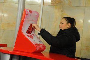 Жители района смогут отправить праздничные валентинки на станциях метро. Фото: Александр Кожохин, «Вечерняя Москва»