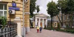 Сотрудники библиотеки имени Екатерины Фурцевой проведут пешеходную экскурсию по району. Фото: сайт мэра Москвы