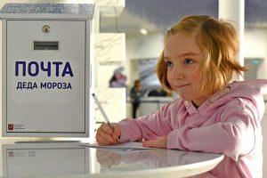 Более семи тысяч человек воспользовались новогодней почтой на МЦК и в метро. Фото: Александр Кожохин, «Вечерняя Москва»