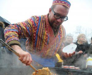 Национальный весенний праздник иранских и тюркских народов прошел в «Лужниках». Фото: архив, «Вечерняя Москва»