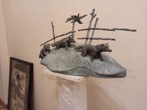Выставка скульптур открылась в управе района. Фото: предоставили в управе района Хамовники