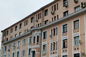 Помещение в здании 1950-х годов постройки выставлено на торги в районе. Фото: сайт мэра Москвы