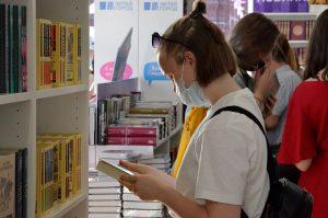 Новинки лета представили в библиотеке имени Максимилиана Волошина. Фото: Анна Быкова