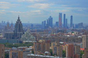 Уровень напряженности на московском рынке труда снизился более чем наполовину за год. Фото: Анна Быкова